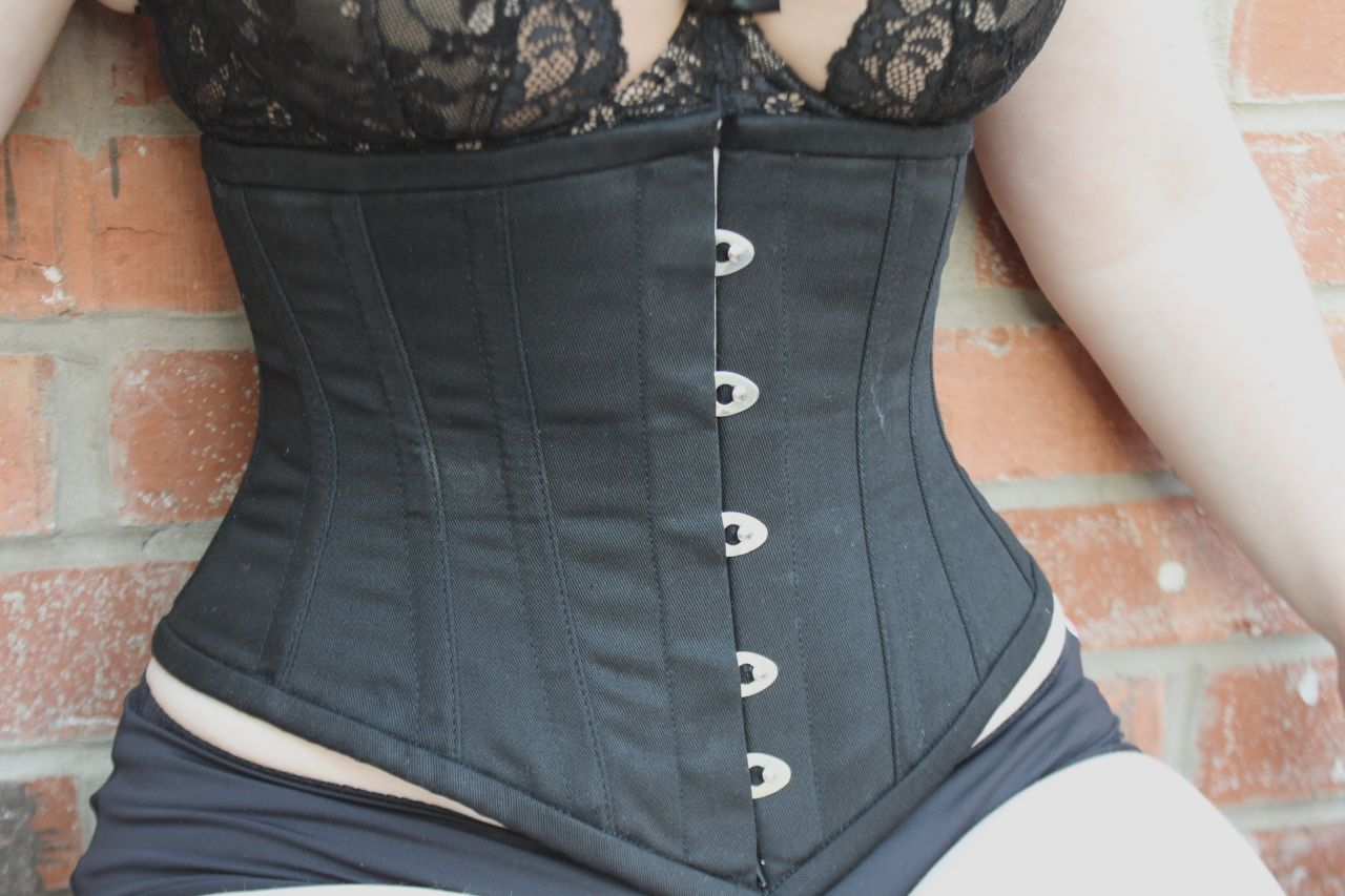 458a09be987 Some more details about this beauty  it s a 6-panel corset (12 in all) and  16 flat and spiral steel bones