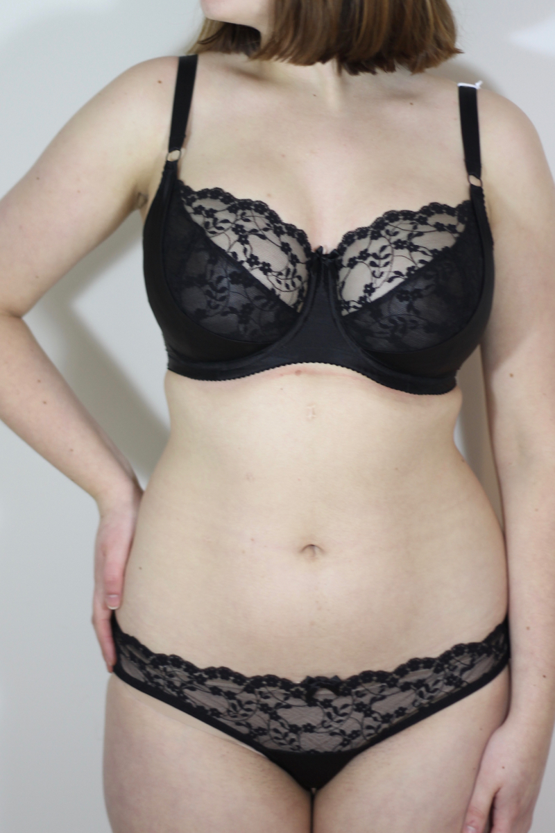 3b5bcbff8c81 First Look: Katherine Hamilton Sophia 30G - Big Cup Little Cup