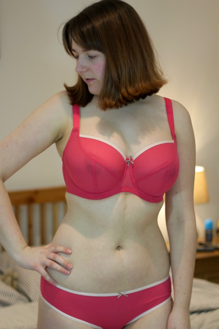 Cleo Blake bra review 28GG