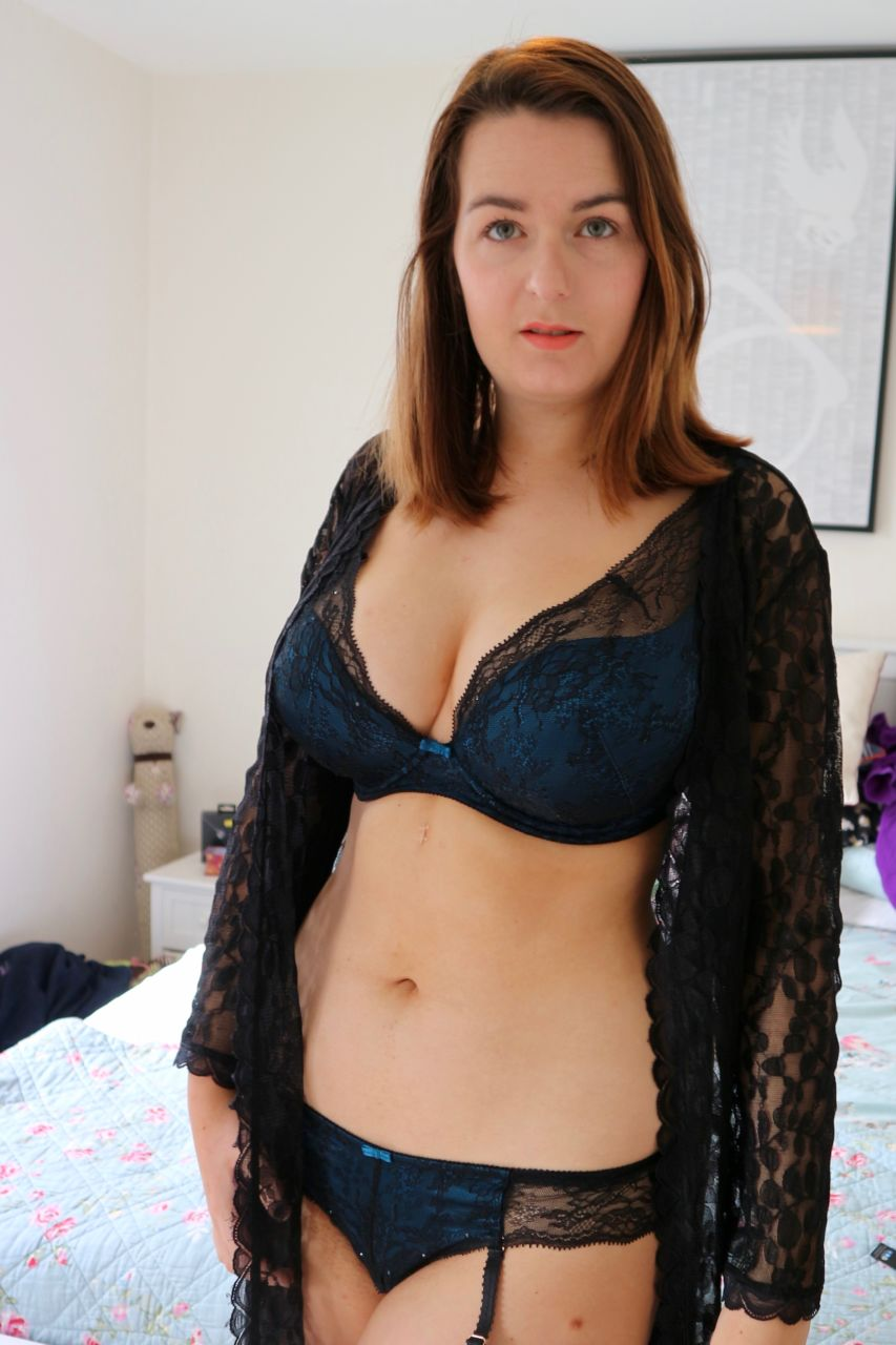 94ce4ca372 Gossard Olympia VIP High Apex bra with suspender briefs review - 30G ...