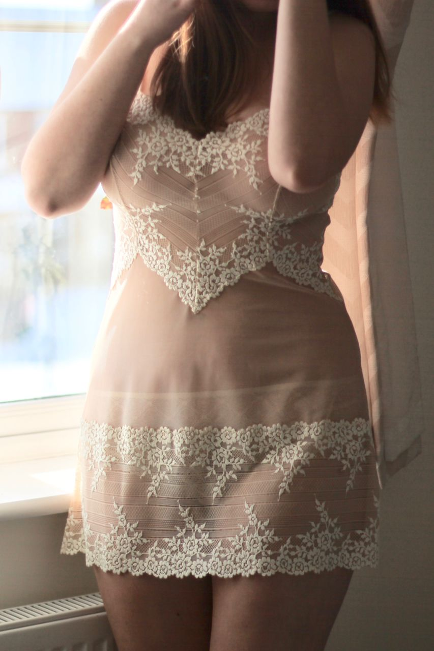 https://www.knickerlocker.com/product/44292/embrace-lace-chemise