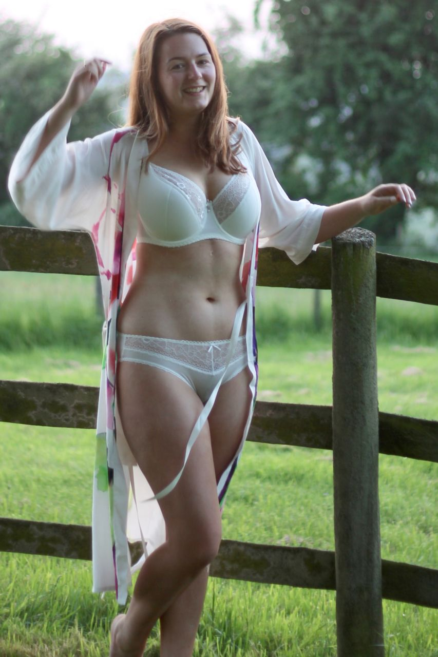 Eva Lingerie bridal robe with Vivisence Jasmine bra review